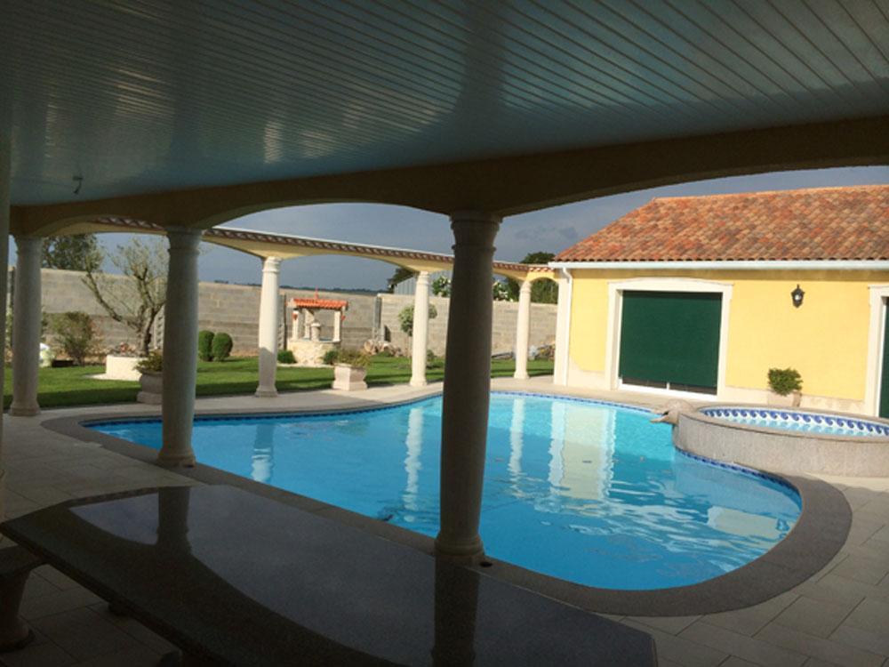 Piscine 86 azur piscines piscine coque poitiers for Construction piscine royan